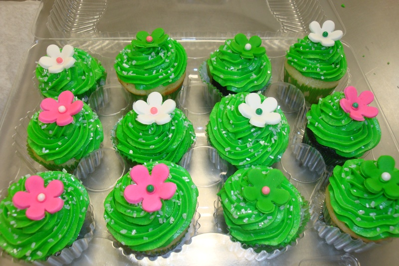 mini cupcakes with fondant flowers $2.25 each