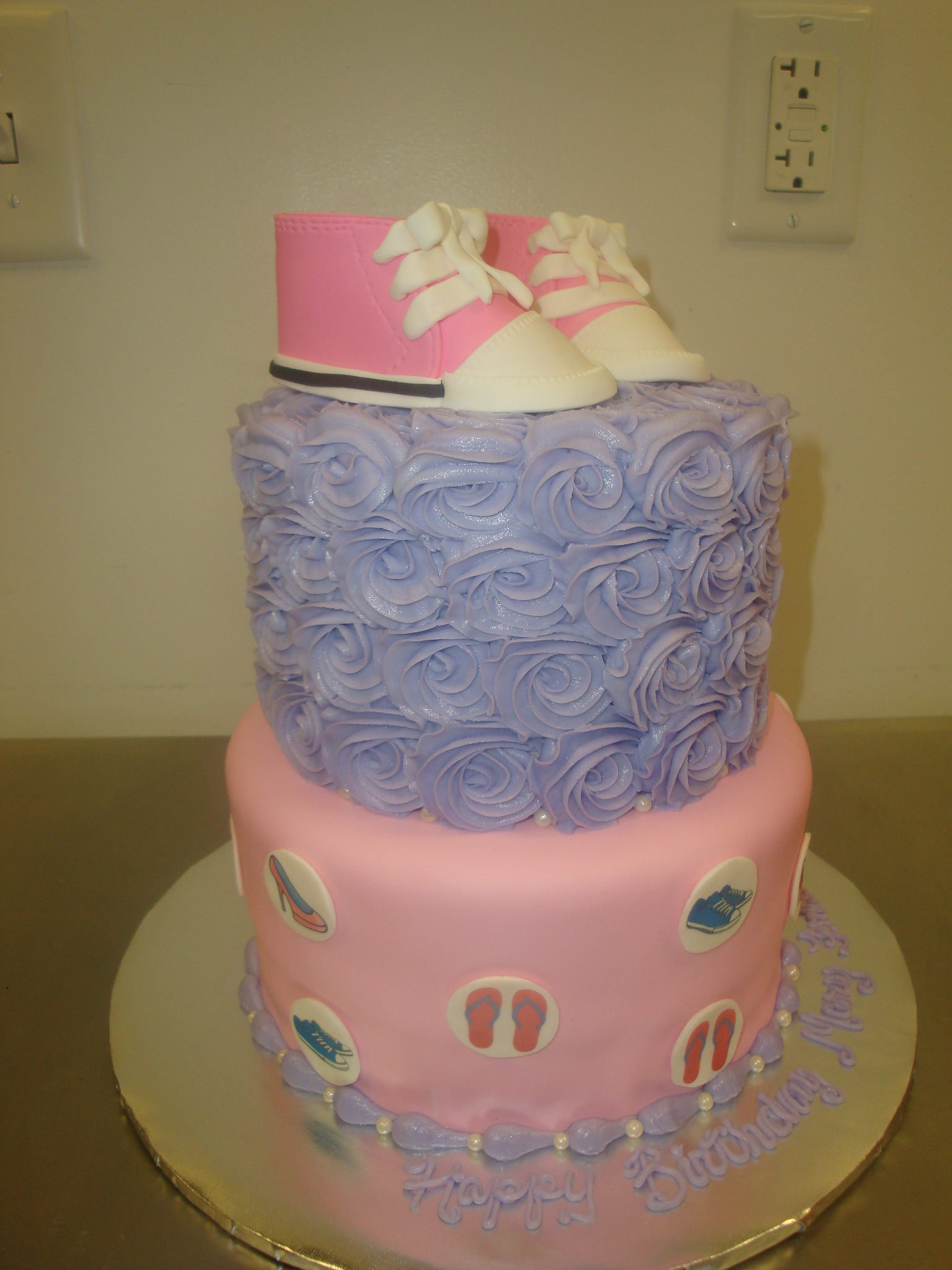 25 servings with fondant baby shoes $150